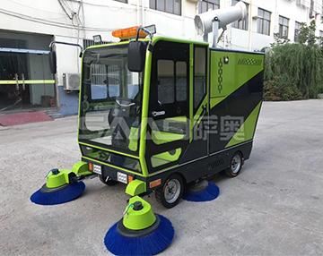 四轮全能型清扫雾泡款扫地机